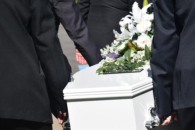 葬儀 胡蝶蘭 カラフル
